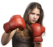 Mujer joven con los guantes de boxeo Imagen de archivo
