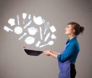Mujer joven con los iconos de los accesorios de la cocina Imagen de archivo libre de regalías