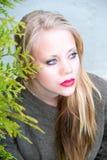 Mujer joven con los labios rojos Fotografía de archivo libre de regalías
