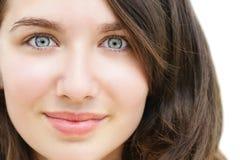Mujer joven con los ojos abiertos Foto de archivo