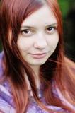 Mujer joven con los ojos marrones grandes Imagen de archivo