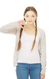 Mujer joven con los pulgares abajo Foto de archivo