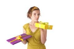 Mujer joven con los regalos Fotos de archivo libres de regalías