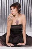 Mujer joven con los tatuajes Imagen de archivo libre de regalías