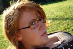 Mujer joven con los vidrios Imagenes de archivo