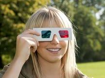 Mujer joven con los vidrios 3D Imagen de archivo libre de regalías