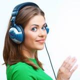 Mujer joven con música que escucha de los auriculares Gir del adolescente de la música Fotos de archivo