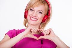 Mujer joven con música que escucha de los auriculares Música Imagenes de archivo