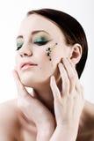 Mujer joven con maquillaje verde Imágenes de archivo libres de regalías