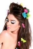 Mujer joven con maquillaje y el peinado de la alta manera foto de archivo libre de regalías