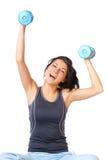 Mujer joven con pesa de gimnasia foto de archivo