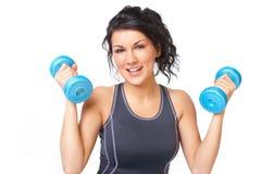 Mujer joven con pesa de gimnasia imagen de archivo libre de regalías