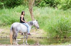 Mujer joven con su caballo Fotografía de archivo libre de regalías