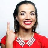 mujer joven con su dedo para arriba ¡Buena idea! Imagen de archivo libre de regalías