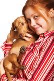 Mujer joven con un dachshund fotografía de archivo libre de regalías