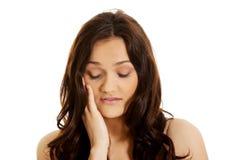 Mujer joven con un dolor de muelas Foto de archivo libre de regalías