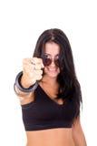 Mujer joven con un puño que muestra éxito Imagenes de archivo