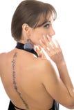Mujer joven con un tatuaje imagen de archivo
