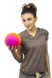 mujer joven con una bola Fotografía de archivo libre de regalías