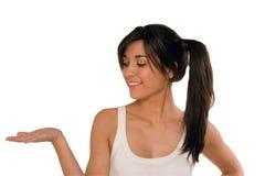 Mujer joven con una mano abierta, palma para arriba Imagen de archivo