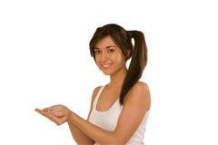Mujer joven con una mano abierta, palma para arriba Fotos de archivo libres de regalías