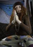Mujer joven de Beautifiul vestida como gitano Imagen de archivo libre de regalías