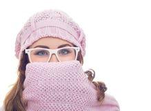 Mujer joven de congelación Fotografía de archivo libre de regalías
