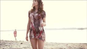 Mujer joven de fascinación metrajes