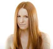 Mujer joven de la belleza con el pelo rojo del vuelo, divertido Fotografía de archivo