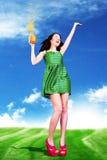 Mujer joven de la belleza con el zumo de naranja Fotos de archivo libres de regalías