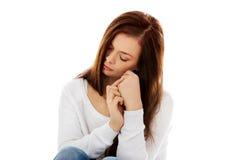 Mujer joven de la depresión que se sienta en el piso Imágenes de archivo libres de regalías