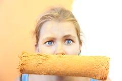 Mujer joven de la inquietud/mejora infeliz Imágenes de archivo libres de regalías