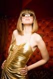 Mujer joven de moda en vidrios imagen de archivo libre de regalías