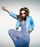 Mujer joven de moda enrrollada - americano retro del perno-para arriba Imagen de archivo libre de regalías