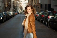Mujer joven de moda hermosa Foto de archivo libre de regalías