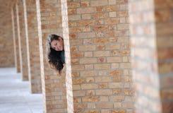 Mujer joven de ocultación Imagen de archivo libre de regalías