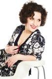 Mujer joven de risa con el pelo rizado Foto de archivo