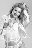 Mujer joven de risa hermosa Fotos de archivo libres de regalías