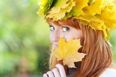 Mujer joven del adolescente del redhead Fotos de archivo libres de regalías
