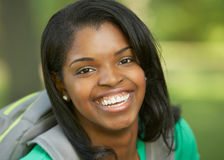 Mujer joven del afroamericano hermoso Fotografía de archivo libre de regalías