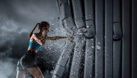 Mujer joven del boxeador Técnicas mixtas Fotos de archivo