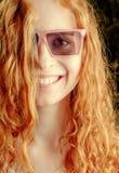 Mujer joven del pelirrojo hermoso del retrato del verano Fotografía de archivo