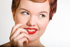 Mujer joven del red-head encantador Foto de archivo libre de regalías