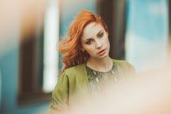Mujer joven del redhead Imagenes de archivo