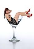Mujer joven del redheard en un vidrio de martini Fotografía de archivo libre de regalías