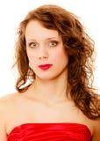 Mujer joven del retrato con el pelo rizado marrón largo de la belleza aislado Imagen de archivo