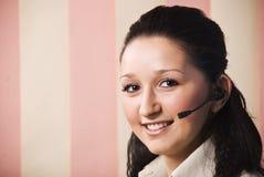 Mujer joven del servicio de atención al cliente Imagen de archivo libre de regalías