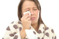 Mujer joven deprimida apenada que llora y que limpia los rasgones ausentes debido a un trauma Fotografía de archivo