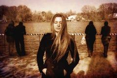 Mujer joven deprimida solitaria sola triste Fotografía de archivo libre de regalías