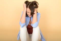Mujer joven deprimida y enojada triste hermosa Fotos de archivo libres de regalías